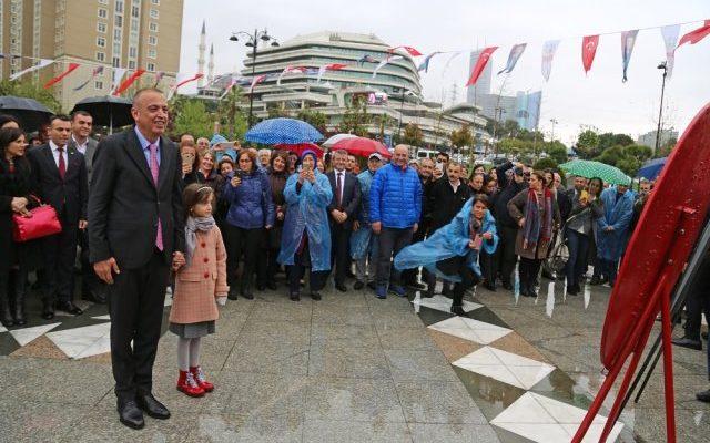 Ataşehir'de Belediye Başkanı Olarak,Battal İlgezdi Mazbatasını Aldı.