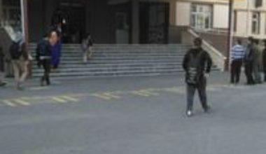 Ataşehir ;Cahit Zarifoğlu İh Lisesinde Şehir Eşkiyaları Çocuk Kaçırak Darp Ettiler.